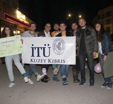 Öğrencilerimiz 'Çorabını Gey da Gel' Yürüyüşüne Katıldı